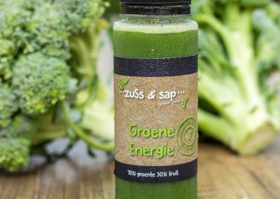 vers geperst rauw sap van broccoliblad